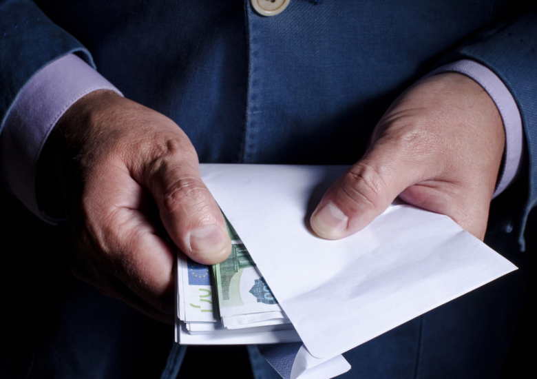 Business hired to serve legal documents accused of taking money, not fulfilling services